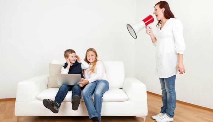 Trma pri otroku prisili starše v kričanje in druge slabe navade.